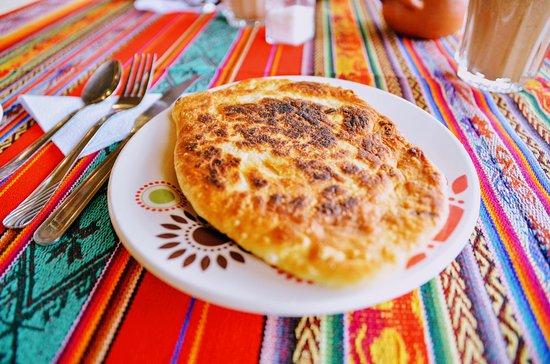 "الإكوادور: Has anyone tried the traditional tortilla here in Ecuador? Well, I gotta say it's one of my favorite Ecuadorian foods, even though it's a simple one. For those who have water in their mouth, I will explain: tortillas are a flour dough baked filled with cheese mixed with achiote. Sounds simple, but it's delicious. It's a snack to eat anytime, something that in Brazil we woud call ""salgado"" and you can find it easily in small towns like Guaranda, but this one is from ""La Esperanza"". Wanna try?"