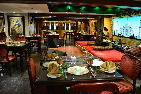 Mumtaz Mahal at Arabian Courtyard Hotel Bur Dubai is one of those places you have to see to believe. Like walking into the Shajhan and Mumtaz domain, the décor, the entertainment (live singers and dancers every night) and the food are all rich, colourful and plentiful.