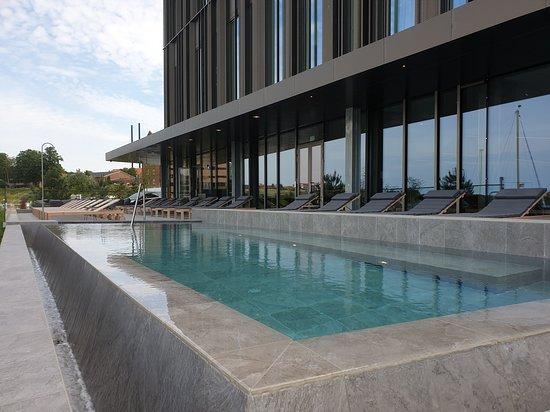 Steigenberger Alsik - Hotel & Spa: Outdoor heated seawater infinity pool