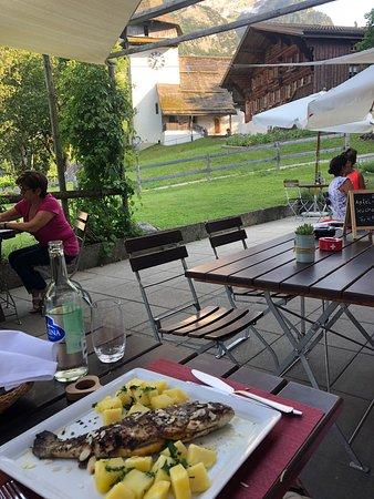 Hotel Baren in Gsteig is back!