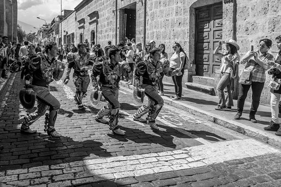 Dancing clubs liven up the streets of Arequipa