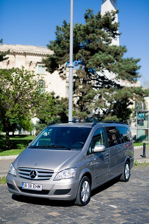 ‪‪Rent a Driver in Romania‬: Mercedes Benz Viano, 6+ 1 seats (exterior)‬