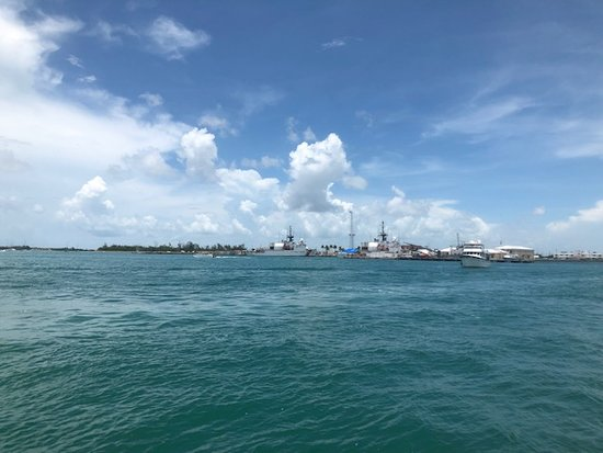 Island Adventure Snorkel Kayak and Tour from Key West: Starboard view returning to civilization