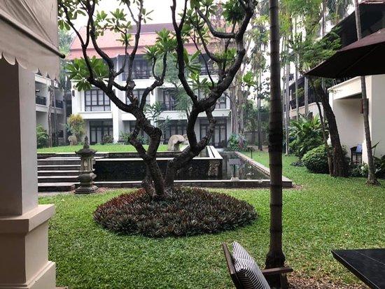 courtyard by breakfast area