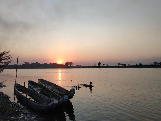 Daule, Ekwador: Puesta del sol visto desde el malecón de la ciudad de Dule