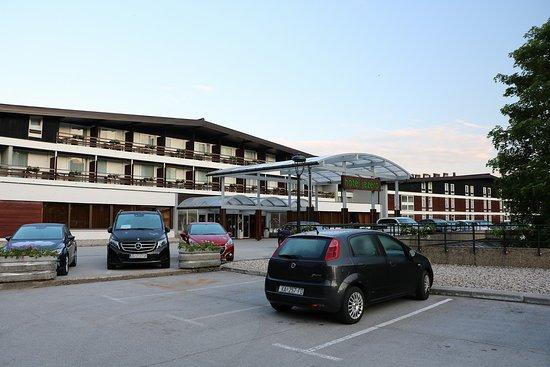 ホテルの外観 駐車場もとても広い