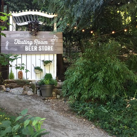 Salt Spring Island Ales: Walking up