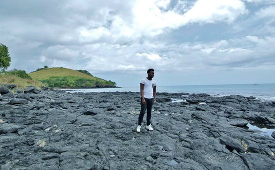 Ilha de São Tomé, Santo Tomé y Príncipe: North Of Sao tome you hv a lot of nice places to visit, blue lagoon, the waterfall, nice beaches, the túnel and cocoa plantation7