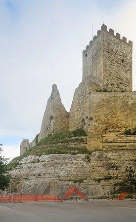 Enna, Castello di Lombardia, etserni