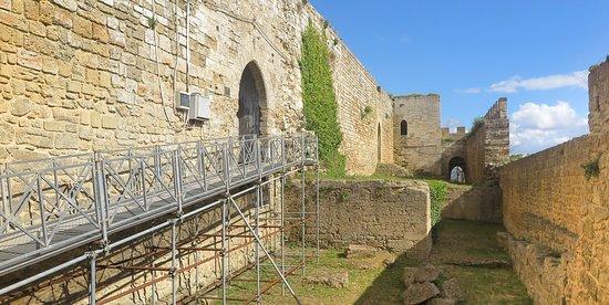 Ingrsso Castello di Lombardia ad Enna