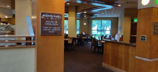 إمباسي سويتس بوش جاردنز: Mangroves Grill inside hotel. Variety of soups, salads, cuban-style food, burger, chicken, steak, mixed drinks, etc.