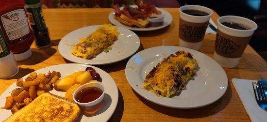 إمباسي سويتس بوش جاردنز: From the complimentary buffet. Omelet made to order. 