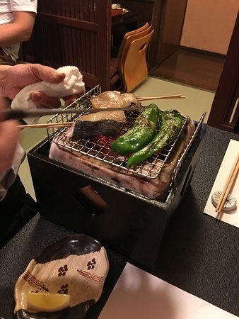 Gion Kyo Cuisine Hanasaki: Chef came to cook the fish and capsicum and fish at our table