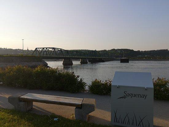 Vue du vieux Pont de Sainte-Anne  à partir du vieux port.