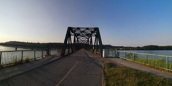 Vue du vieux Pont de Sainte-Anne.