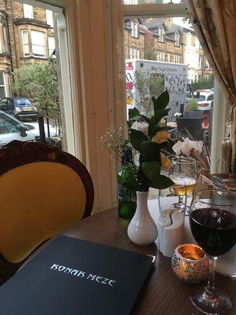 Konak Meze Turkish Restaurant: Lovely table in the bay window