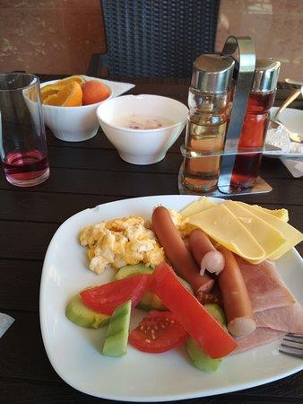 Еда в Кафе ВЕНЕЦИЯ