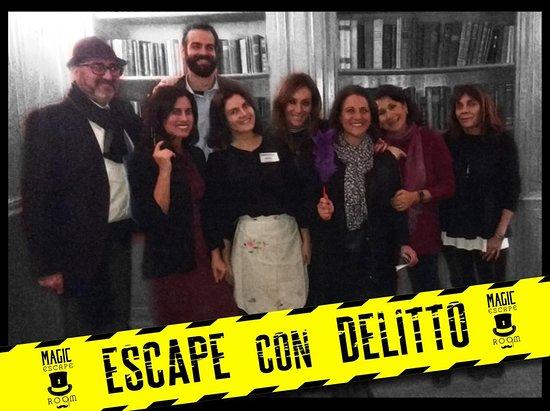 Ecco uno dei nostri primi gruppi di Escape con Delitto: anche se non serve essere bravi in recitazione per giocare, loro erano attori di teatro, veri! Grazie ragazzi di averci fatto divertire con voi!