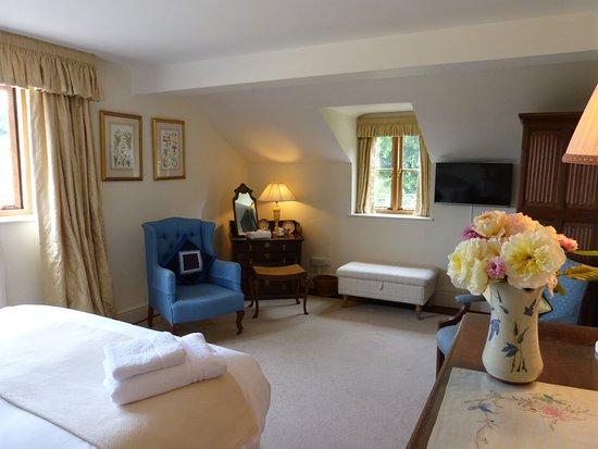 East Chelborough, UK: Cream Double bedroom showing spacious room