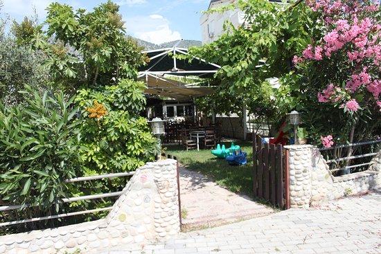 Himare, Albania: Rondos Grill