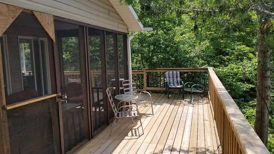 South Frontenac, Canada: South west facing sunny deck