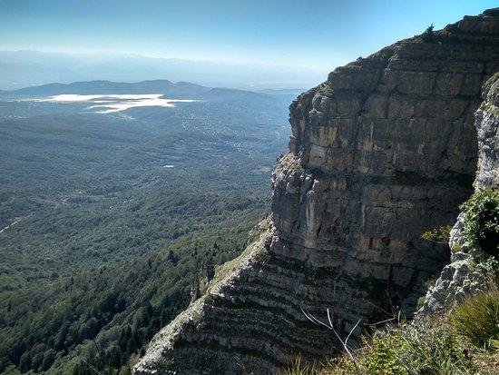 """Tkibuli, Gruzja: Комплекс """"Цхра Джвари"""" находится вблизи перевала Накерала над городом Ткибули в верхней Имерети на высоте 1569 м. над уровнем моря. Уникальная красота!"""