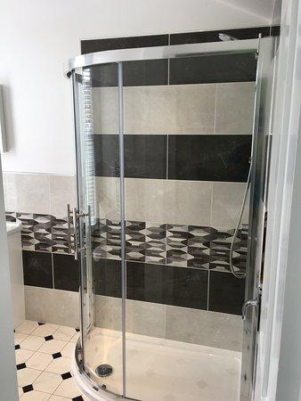 Room 8 Shower.