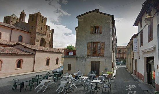 L'Isle-en-Dodon, ฝรั่งเศส: une plaque tournante de la drogue bon marché le Café de la Paix