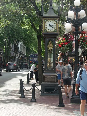 Private Tour: Vancouver Sightseeing and Capilano Suspension Bridge: Steam Clock of Gastown