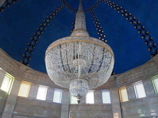 Bourghiba Mozelesi: Il lampadario della stanza del sarcofago