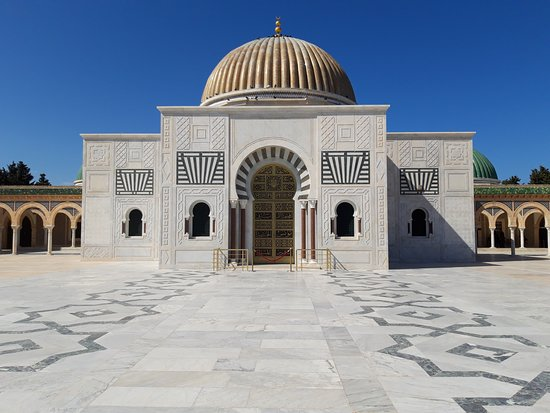 Bourghiba Mozelesi: Il Mausoleo con la cupola dorata
