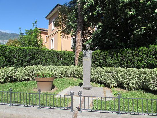Busto di Riccardo Zandonai