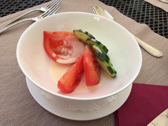 Bunzen, سويسرا: Tomatensalat mit Gurken