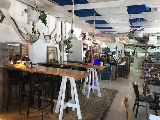 Givat Yoav: מסעדת מיכליס החלבית, הצמודה לדודיס