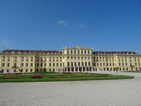 Skip the Line: Schonbrunn Palace Guided Tour in Vienna: The rear side of the Palace 