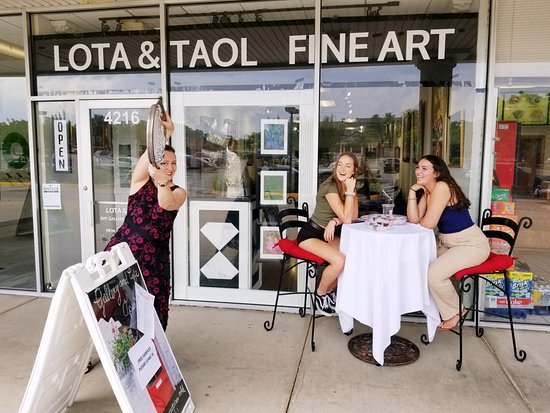 Lake Ridge, Wirginia: Hi Woodbridge and its neighbors! There is a new cool place, Lota & Taol Gallery Cafe. Stop by for original art, jewelry, as well as coffee and a long menu of European inspired tasty treats.