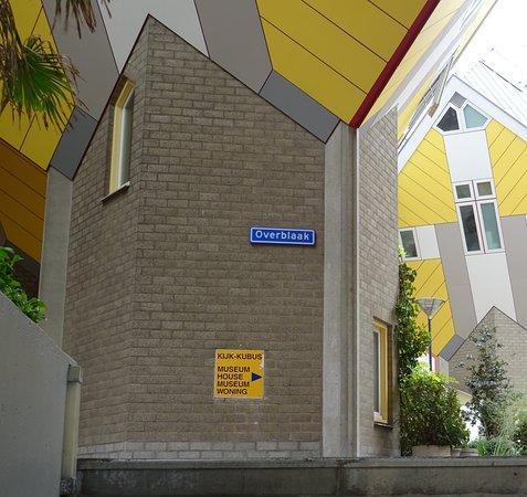 Kubushäuser Rotterdam: Aufgang zur Straßenüberführung