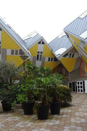 Kubushäuser Rotterdam: Innenhof (Ansicht 1)
