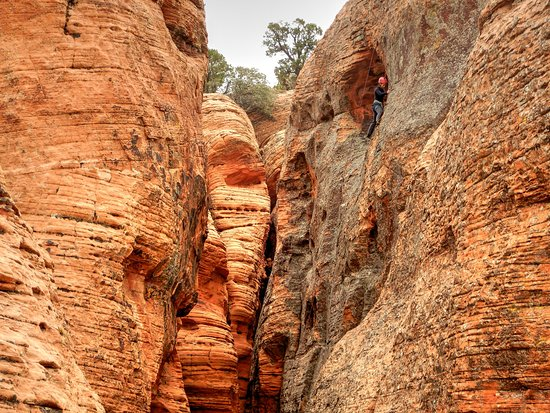 Climbing in remote canyons on the Red Hollow Deserteering adventure