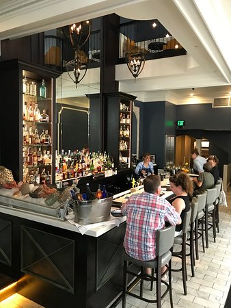 Simeon's On the Commons: Bar