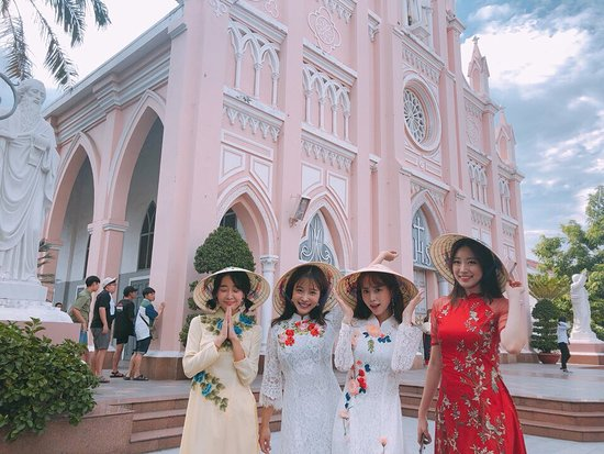 !!! AO DAI RENTAL !!! ONLY 50.000 dong FOR THE FIRST 2 HOURS. ---------- BUT YOU WANT TO OWN AN AO DAI FIT YOU PERFECTLY!?  DON'T WORRY!  COME AND WE WILL SATISFY YOU.