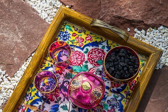Anzali Lagoon: Iranian art and color games