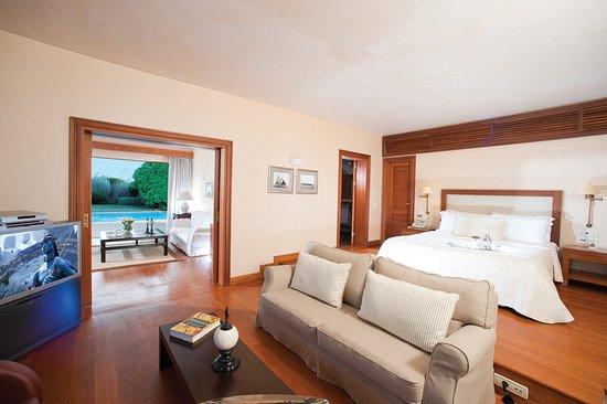 Grand Resort Lagonissi: Guest room