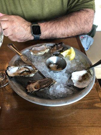 West Coast Grill + Oyster Bar: Fresh Oysters