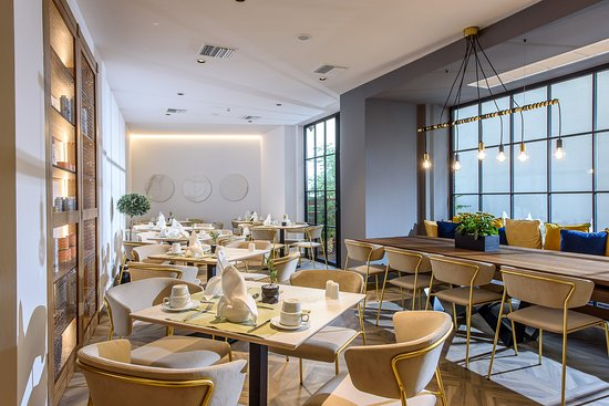 DOM Boutique Hotel: Breakfast room