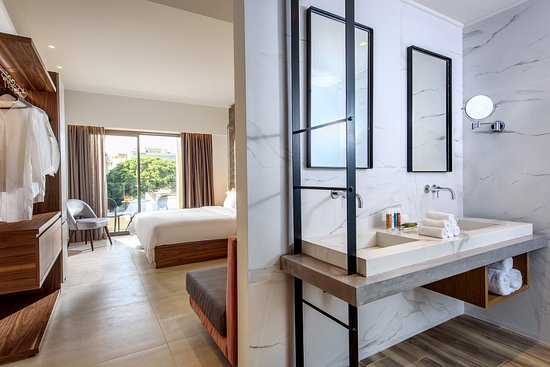 DOM Boutique Hotel: Deluxe triple room