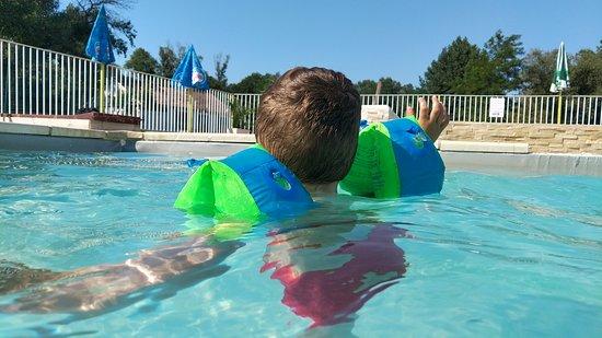 Ancone, Francja: La piscine au-dessus du lac au top