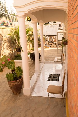 MAMA Rwanda Hostel: Entrance to hostel - very clean and inviting