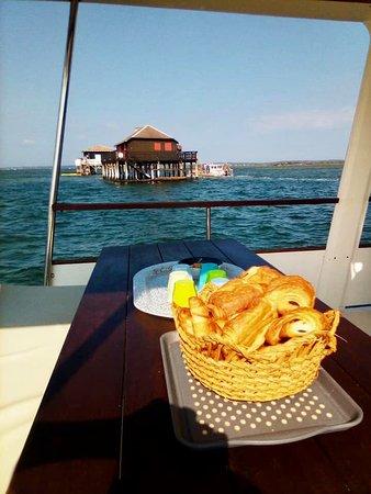 Petit déjeuner à l'île aux Oiseaux et ses belles Cabanes Tchanquées.