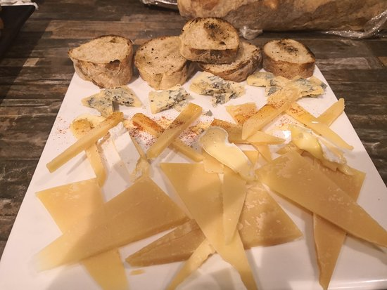 La Taverna - de - L'Espanyol: Picadita de quesos